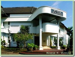 http://wisatadanbudaya.blogspot.com/2009/06/museum-h-widayat.html
